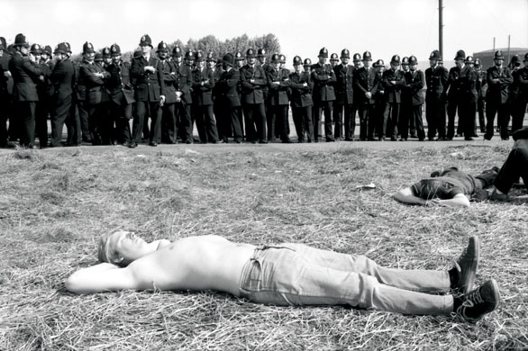 Don-Mcphee-Miners-sunbath-001 Calor en orgreave